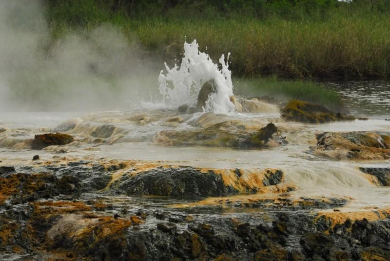 Sempaya-hot-springs-10-1024x685